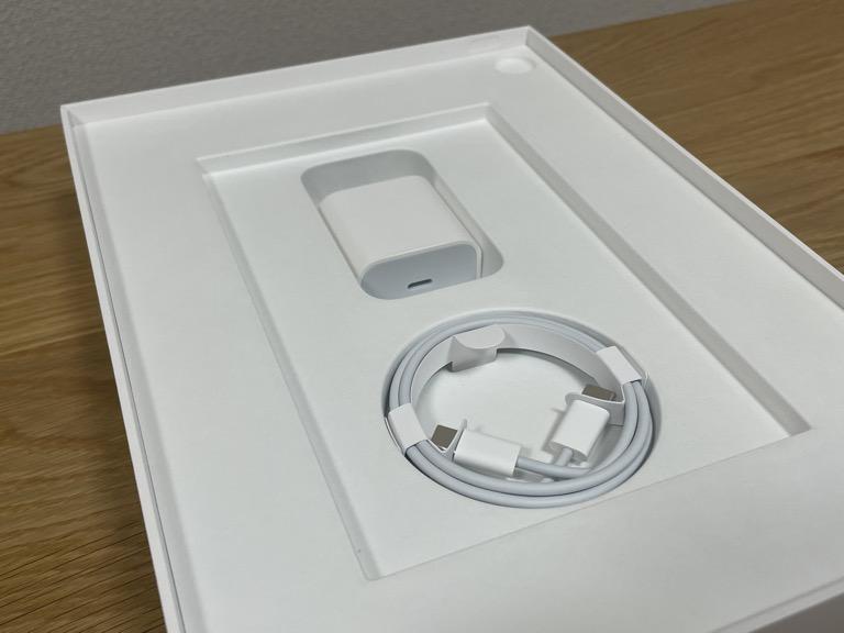 iPad Pro 11(2018)の整備済製品の付属品(充電ケーブル、UBS Type-Cケーブル)