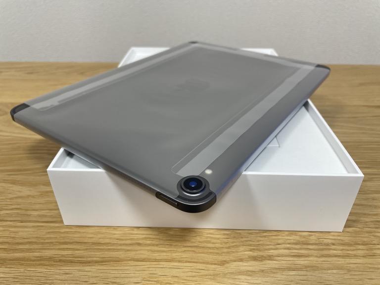 iPad Pro 11(2018)の整備済製品を裏面のカメラ周辺