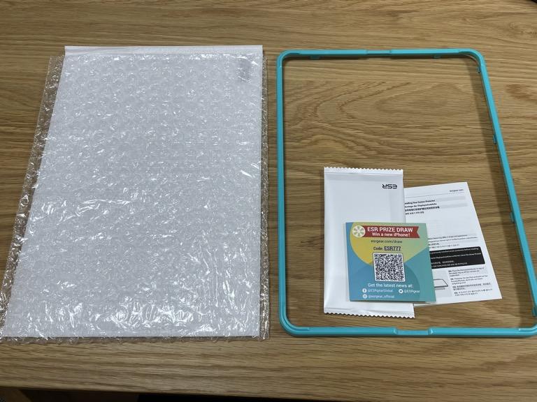 iPad Pro 11(2018)の整備済製品と一緒に買ったESRのガラスフィルムの開封後