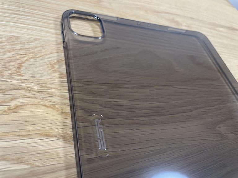 iPad Pro 11(2018)の整備済製品と一緒に買ったESRのTPUケース